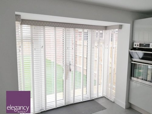 Venetian blinds with pelmet - patio door